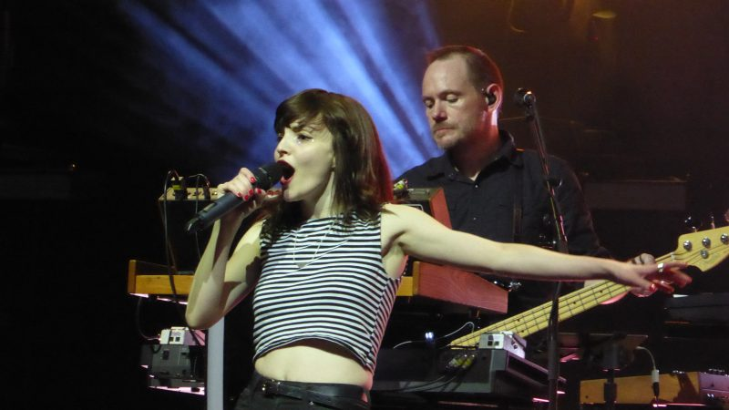 Photos and videos: CHVRCHES and Wolf Alice at the Fox Theater in Oakland - 4/18