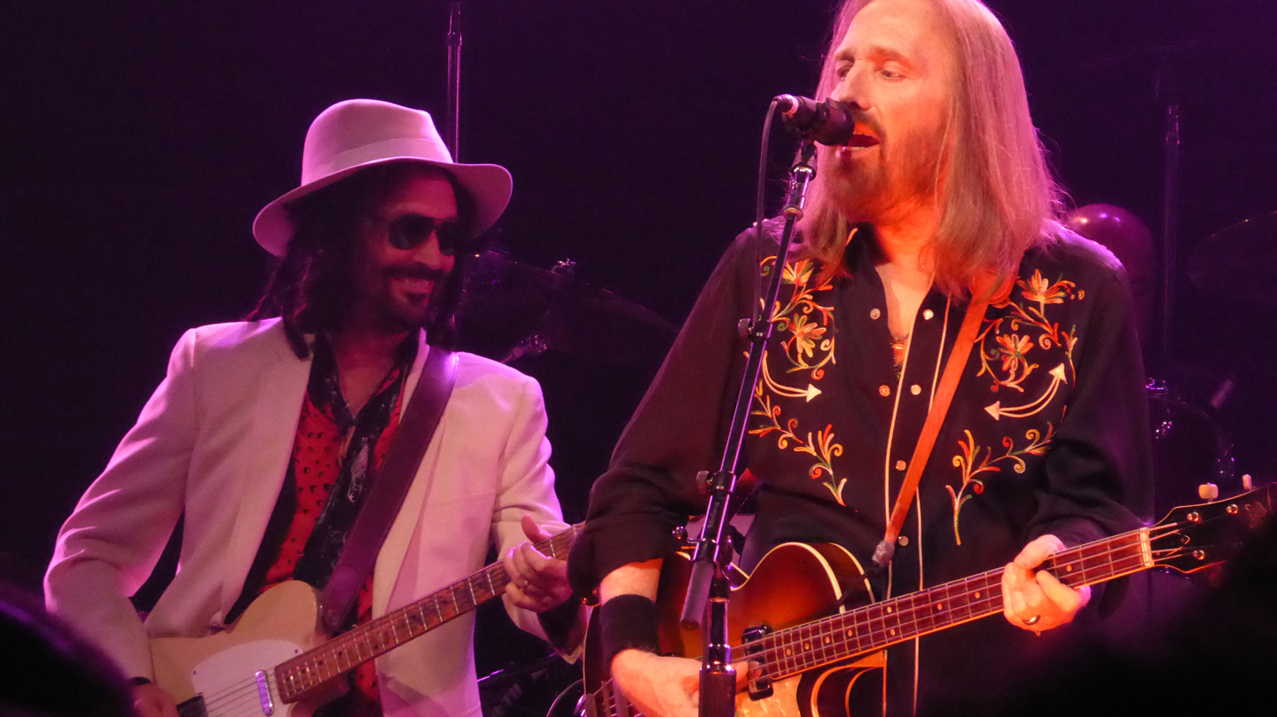 Review, Photos, Videos: Mudcrutch shows Petty's playful side