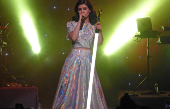 Photos and videos: Marina and the Diamonds, with Christine and the Queens - 4/17/2015