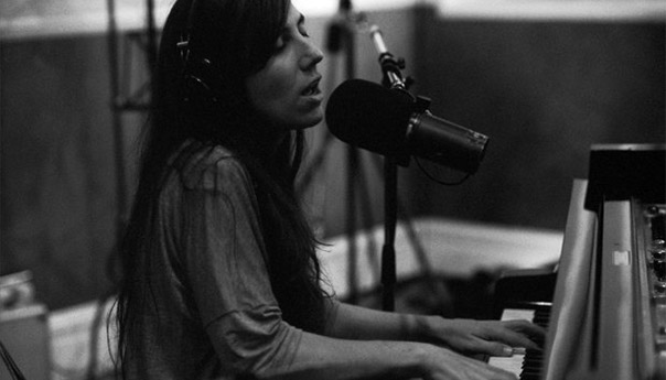 Album Review: Julia Holter offers variation on prototypical live album with <em>In the Same Room</em>