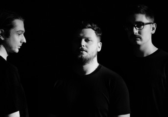Album Review: Alt-J smooths out its jittery grooves with <em>Relaxer</em>