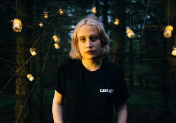 Introducing Lizzy Farrall: Welsh songwriter leaves the hobbit forest