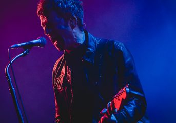 PHOTOS: Noel Gallagher flies high with his birds at the Fox