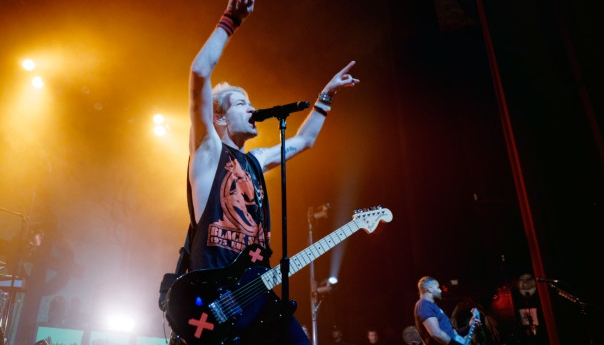 REVIEW: Revitalized Sum 41 kicks off 'Infected' anniversary tour at the Warfield