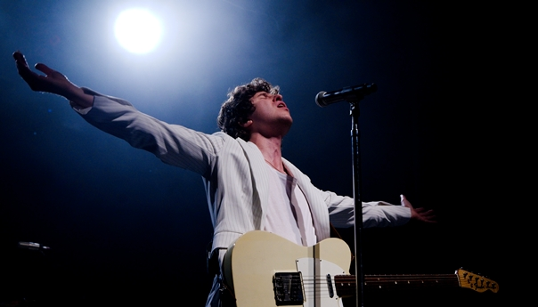 The Kooks 'just having a good time' at The Warfield