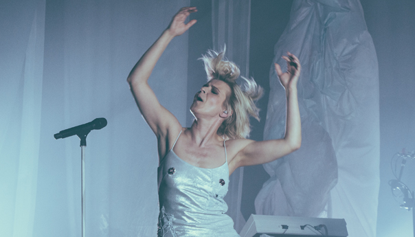REVIEW: Robyn's return is sweet as 'Honey' at the Fox