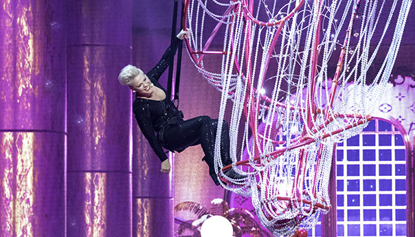 REVIEW: Pink parties all night at Gila River Arena in AZ